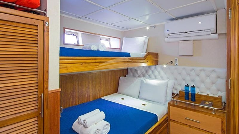 BLUE SPIRIT :: Lower deck cabin