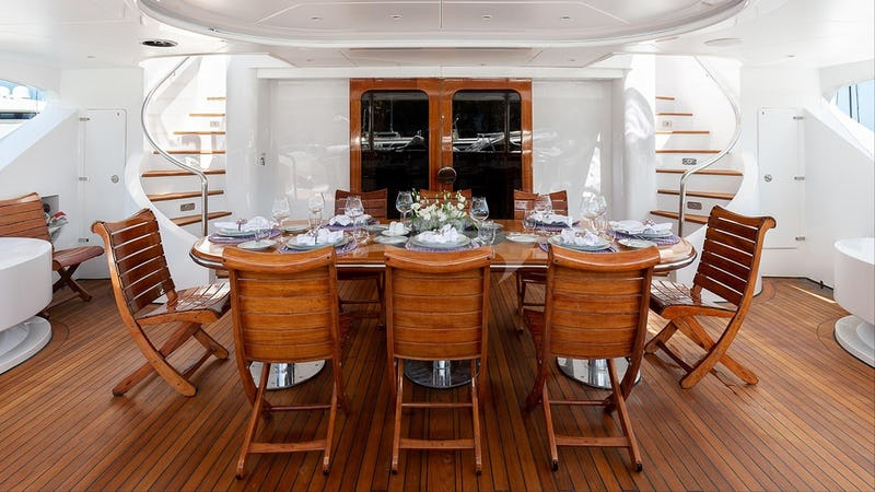 Aft deck and outdoor dining