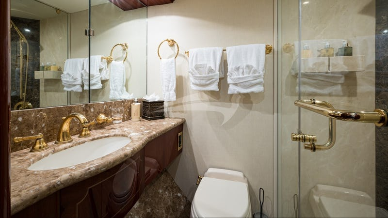 BELLA CONTESSA :: Guest Bathroom
