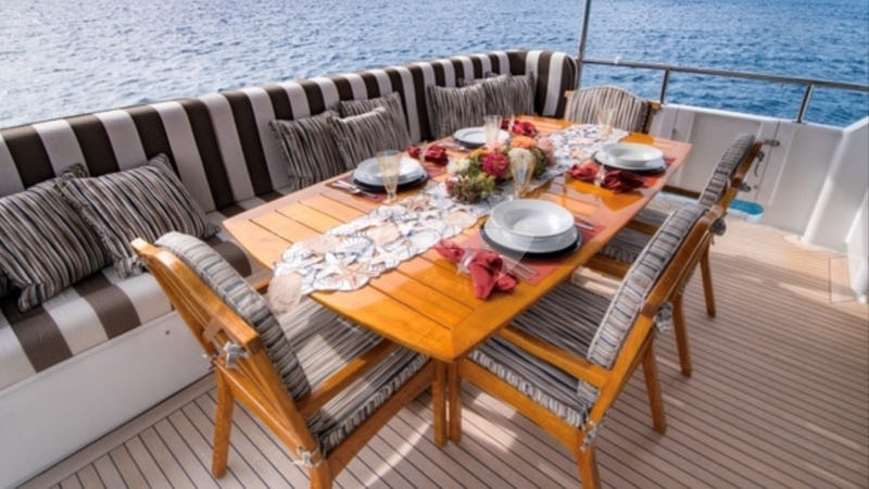 THREE KINGS :: Deck Dining