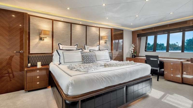 LOVE N LIFE :: Master Stateroom