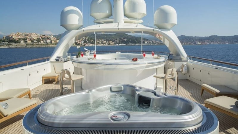 NASSIMA :: Deck Jacuzzi and Bar