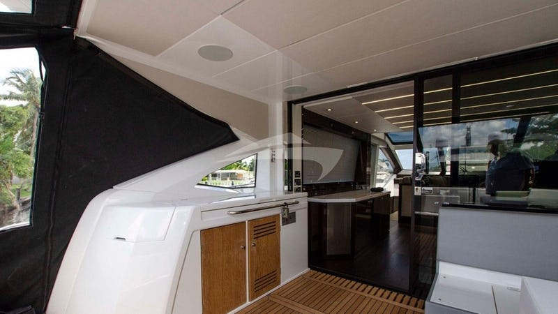 STRATEGIC DREAMS :: Aft deck wet bar/grill/champagne deep ice bucket