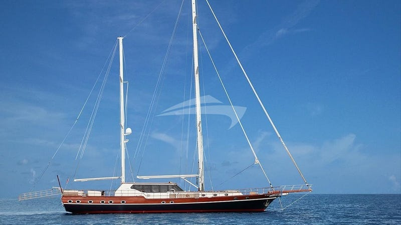 Yacht Charter DRAGONFLY