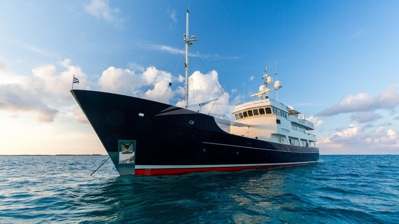 Yacht Charter PIONEER