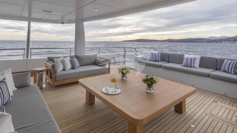 SPIRIT :: Aft deck seating