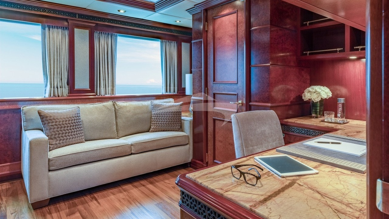 Owner's stateroom - adjacent convertible study