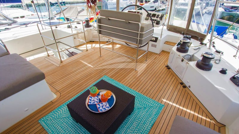 AZULIA II :: Astounding views from the flybridge