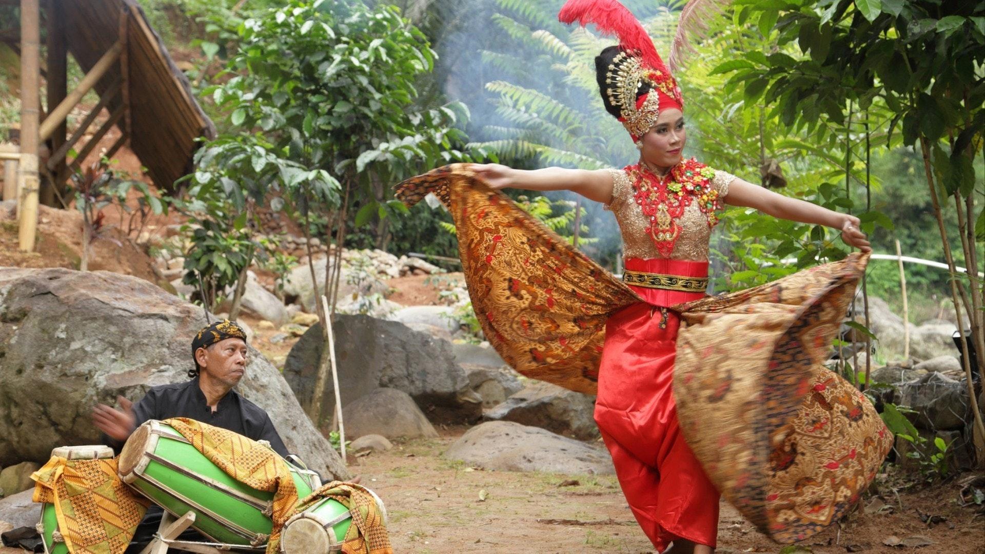 Contemporer sunda dance.