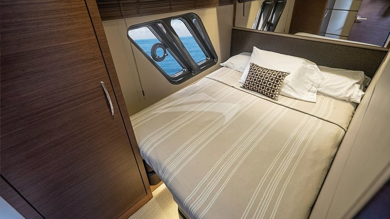 Convertible twin stateroom