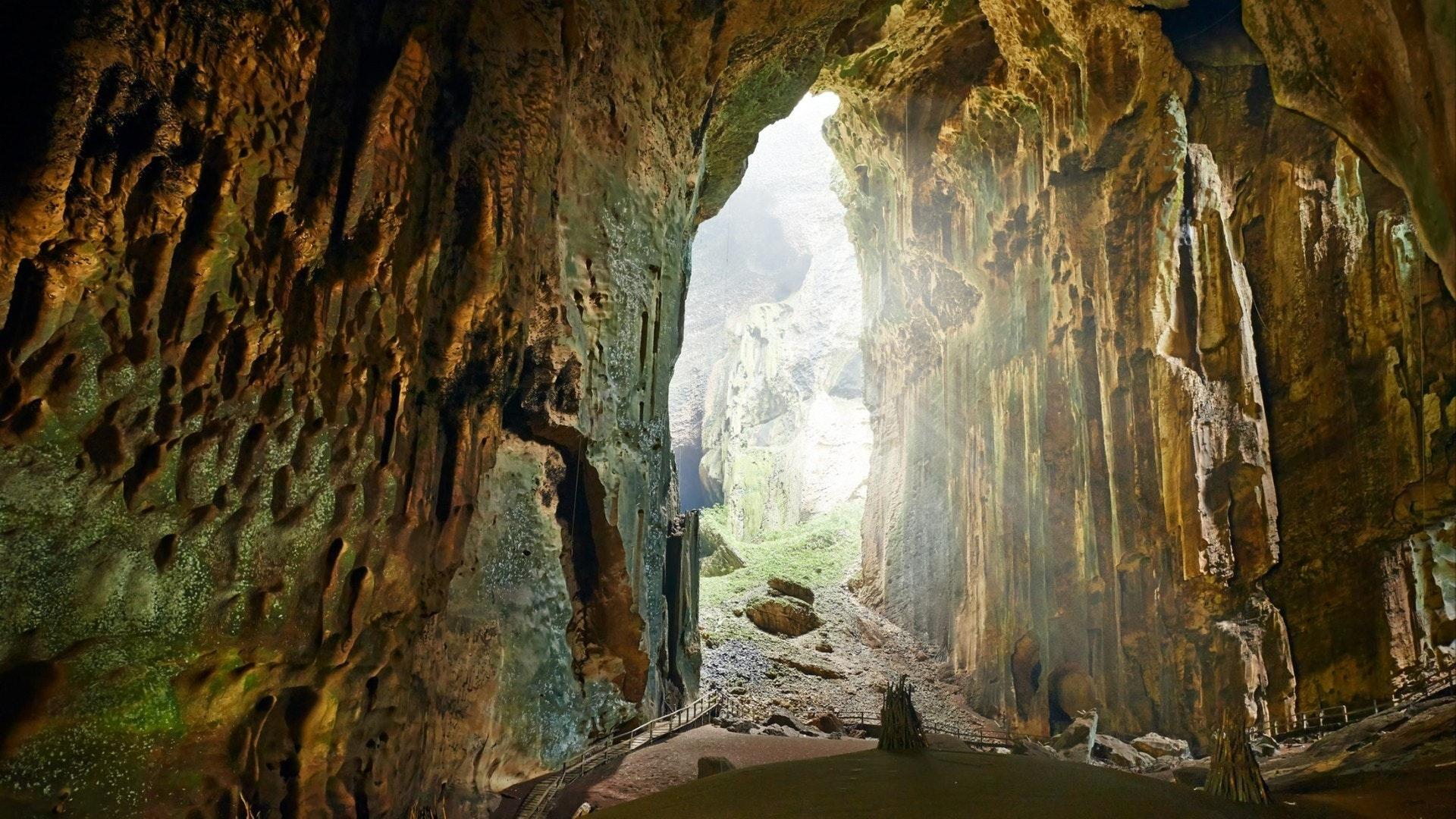 Uma das mais belas cavernas de Borneo Gomantong