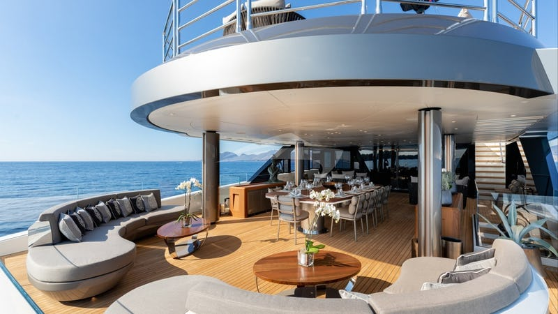 SOLO :: Aft deck and seating