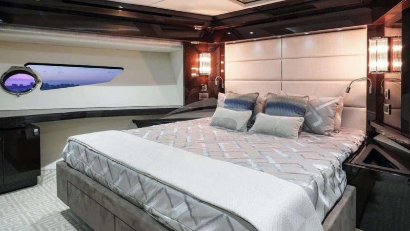 TAKE IT EASY :: Master Stateroom