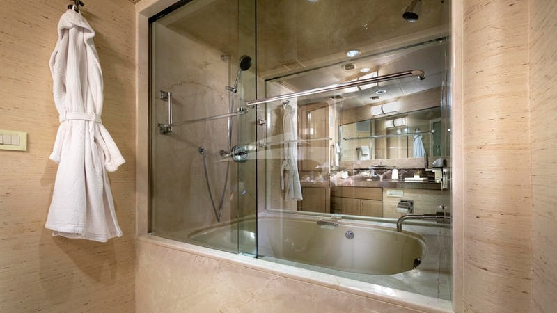 CRU :: Master Jacuzzi with Shower