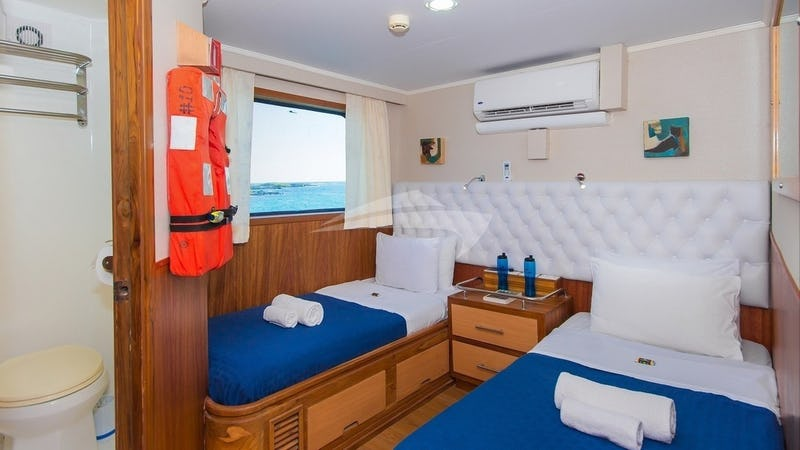 BLUE SPIRIT :: Upper deck twin cabin