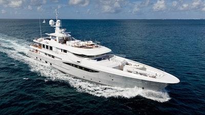 ASTRA video per il noleggio di yacht di lusso