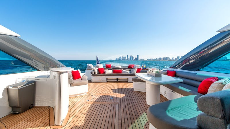 PRIVEE :: Aft Deck with Bar