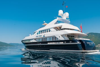 Luxury charter yacht DUKE TOWN