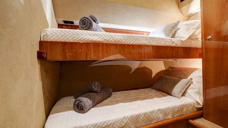 ALSIUM :: Twin Cabin with upper & lower beds