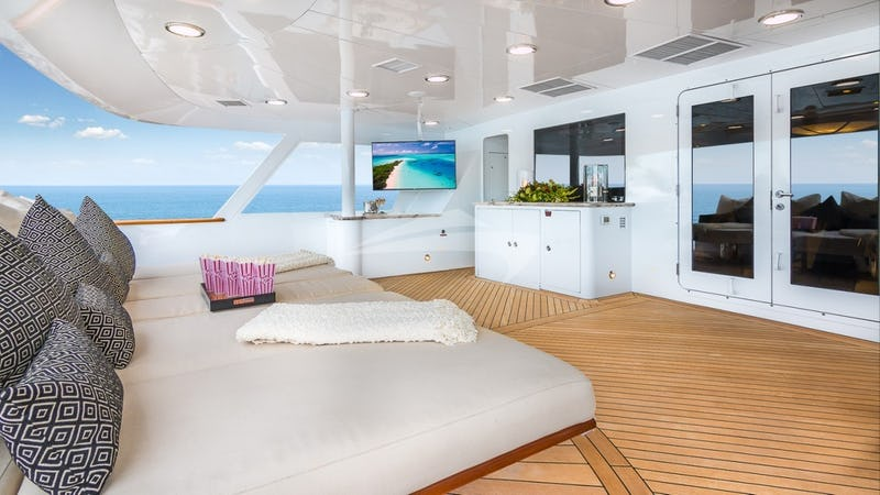 MAIN-AFT-DECK-DAYBEDS-2
