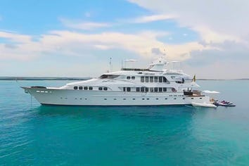 Luxury charter yacht GRAND ILLUSION