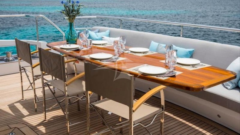 SEA STORY :: Deck Dining