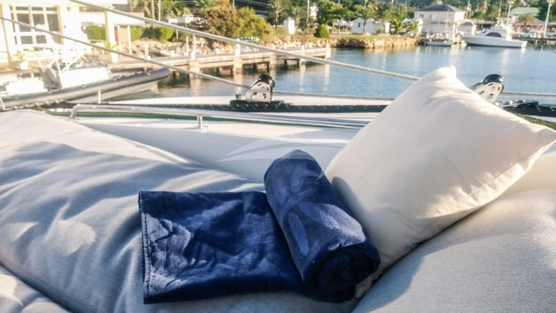 DRAGONFLY :: The Flybridge: guest seating & lounging with a view