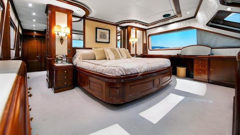 NEW STAR :: Master stateroom