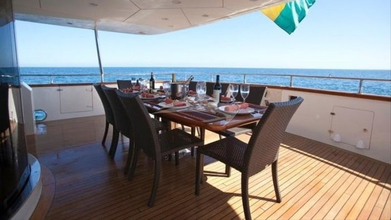 SUPER :: Deck dining