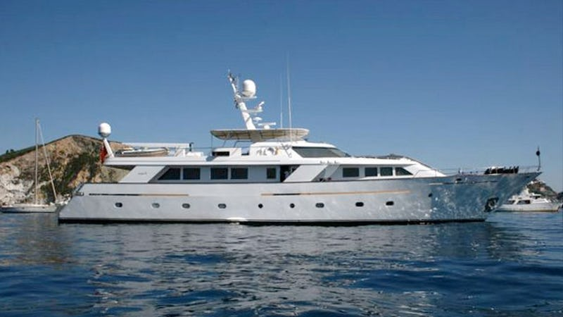 Yacht Charter NIGHTFLOWER