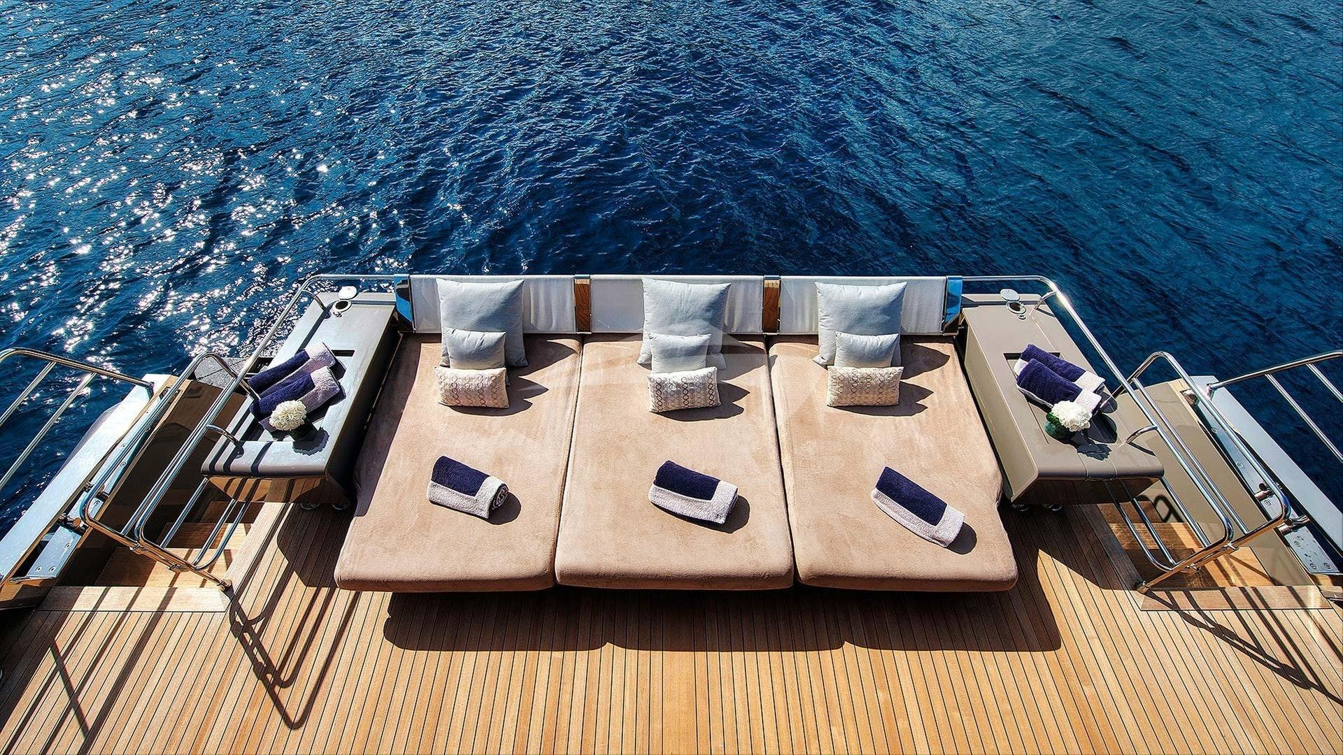 船尾甲板日光浴垫