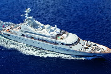 Luxury charter yacht GRAND OCEAN