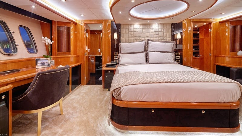 PEARL OF LONDON :: Guest Cabin