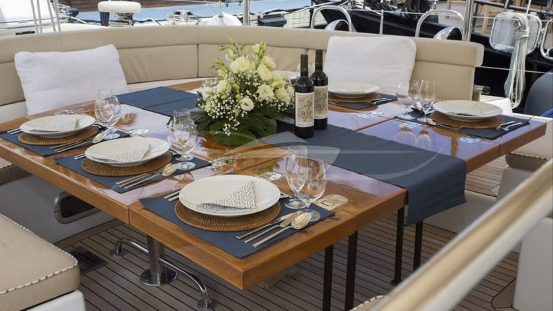 SONGBIRD :: Deck Dining