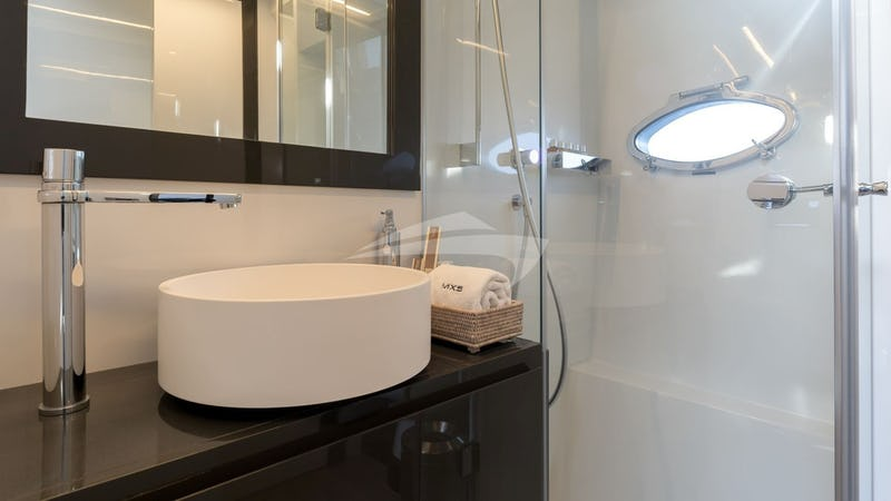 MX5 :: Guest Bathroom