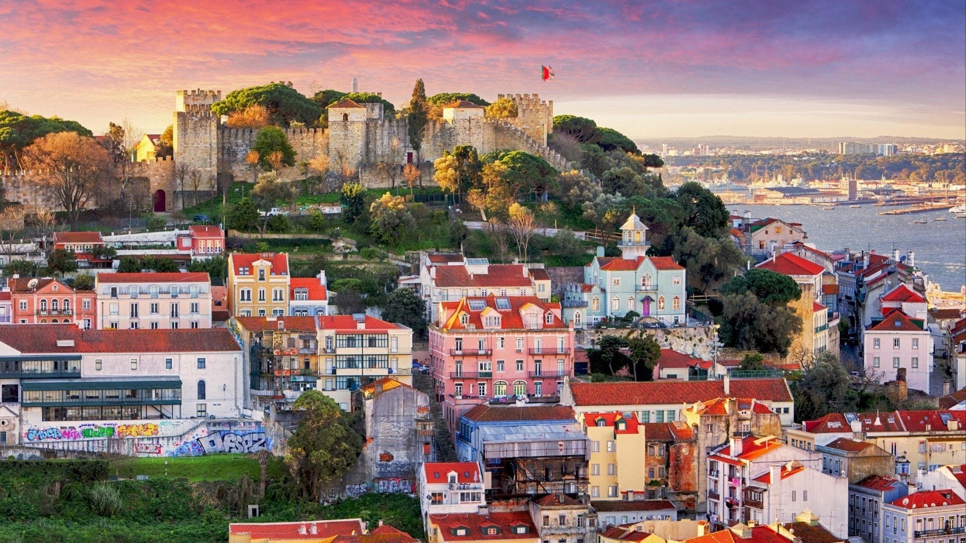 Horizonte de Lisboa, Portugal con Castillo de San Jorge
