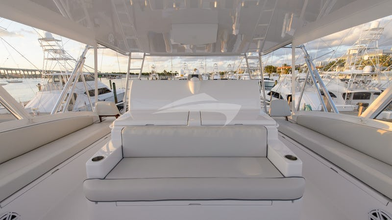 NOTORIOUS :: Flybridge Seating