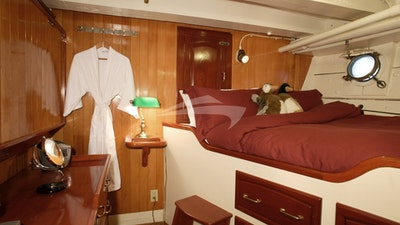 Stateroom 4: Double Bed + Pullman Single Bed on left.